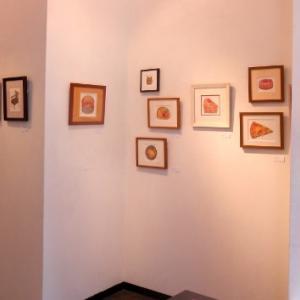 ささやかな幸せをテーマに表現した木版コラグラフ作品展… 粟千紗都個展・夢とケーキと散歩道