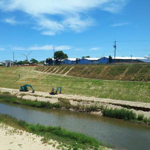 北条川放水路で法面工事です