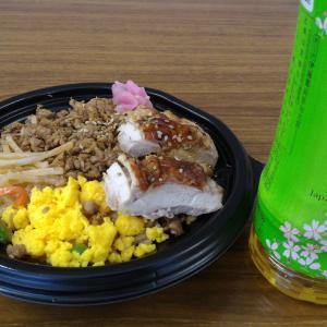 お昼は「鶏づくし丼」