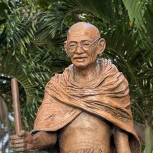 インドの父 ガンジー像@ワイキキ
