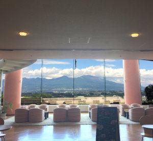浅間山を眺めながらお食事ができるレストラン!