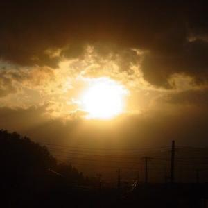 私と娘を見つめる夕陽