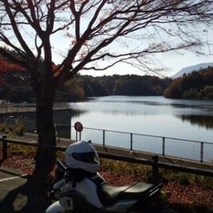 秋色に染まる水嶺湖