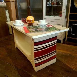 70'sヴィンテージなモケット張りのストライプ・ローテーブル