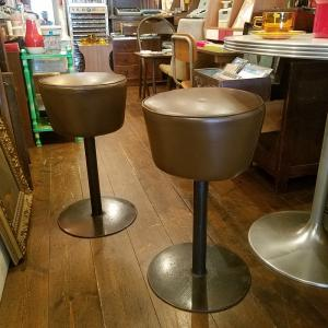 昭和レトロな鉄脚のカフェスツール