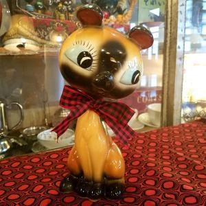 レトロかわいいネコの陶器人形(置物)