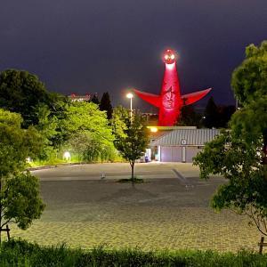 コロナ対応の「太陽の塔」。