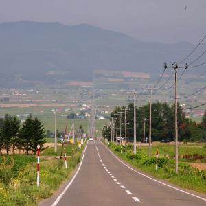 北海道での運転感覚はちょっと違う? 「距離の概念が変わる」イラストがSNSで話題に。