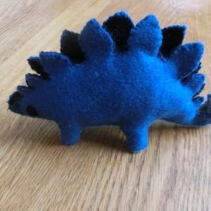 フェルトのステゴサウルス