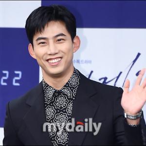 2PM テギョン、一般人女性との熱愛報道を認める