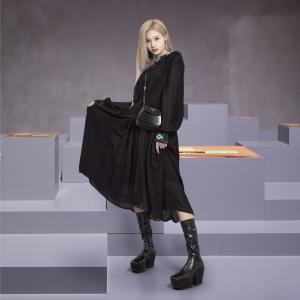 210927 TWICE サナ『PRADA 2022年S/S 春夏ファッションショー』画像