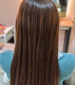 ハイトーン、ハイライト毛の縮毛矯正は慎重に