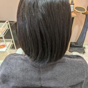 強い癖毛でもサラッとした縮毛矯正の仕上がりにする方法