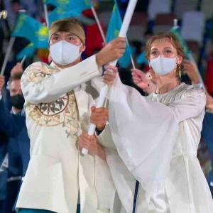オリンピック開会式、カザフスタン旗手は妖精