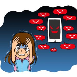 ネットの誹謗中傷に怯える女性