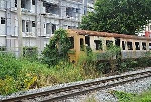タイ国鉄ローカル線の「列車の墓場」へ行ってきた(マハーチャイ)/日本製の車両が・・・
