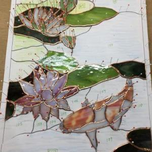 色とりどりの蓮の葉