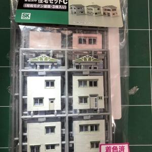 シリーズ「自分なりのNゲージ鉄道模型」グリーンマックスの「着色済み住宅セットC」を組み立てる