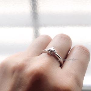 小さな小さなカエルの指輪