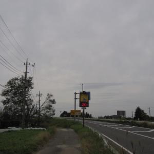有料道路の気温計は20度(2019年10月21日千葉市緑区)と落花生