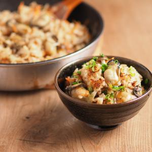 旨味たっぷり、ぷりぷり牡蠣の炊き込みご飯、フライパンで香ばしいおこげの作り方