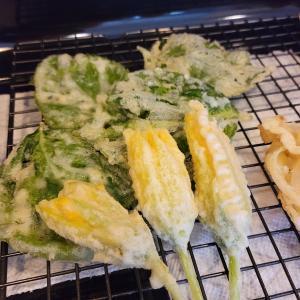 カボチャの花の天ぷらと裏庭野菜