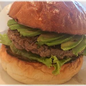 神楽坂『Lantern burger(ランタンバーガー)』でアボカドチーズバーガー(仮)を食す。