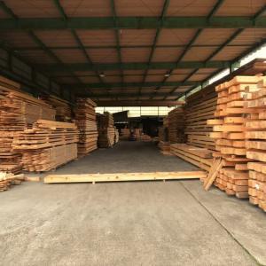 風の森の土壁2 天然乾燥の材木屋