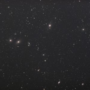 マルカリアンの銀河鎖とサドル付近