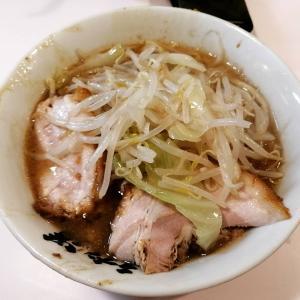 成蹊前ラーメン ¥720 野菜少なめ濃厚チリソース卵 ¥60