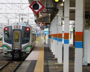 朝の会津若松駅 3番線のE721系