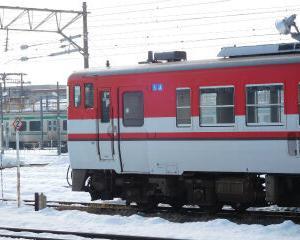 赤と白の気動車 キハ40+キハ47 会津若松駅