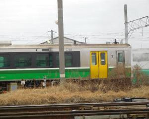 朝の会津若松駅 キハE120系 緑ライン