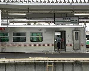 快速あがの 会津若松駅を出るGV-E400系