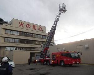 消防車(はしご車)の訓練を見る