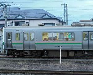 懐かしいかな 緑ラインの719系 会津若松駅