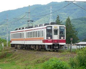 昼休みに見た東武電車