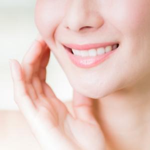 針を顔にさすと、肌のターンオーバーを促してくれる。シミの予防
