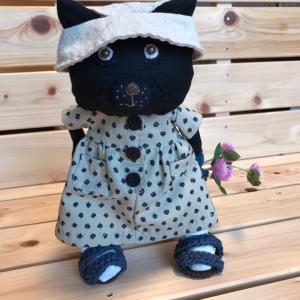 夏服のおばあちゃん猫。3人目。