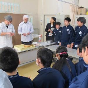 中学部第2学年 和菓子作り体験