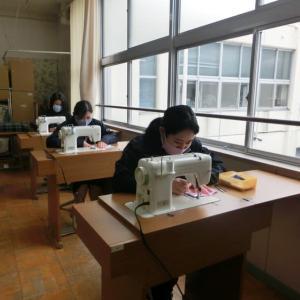 高等部作業学習 縫製班の様子