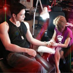 <tattooshy IG>ジェジュンがピースマークtattooをした日!