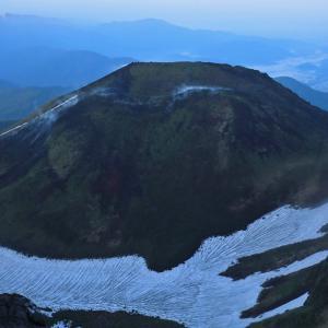 秋田駒ヶ岳・女岳の噴気