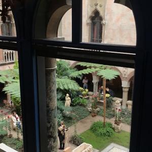 イザベラさんの館と盗難事件