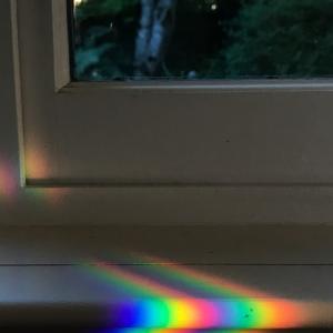 虹と窓のデザイン