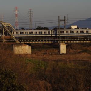 曲弦ブリッジの渡良瀬川橋梁を渡る8000系 筑波山バックに撮!!