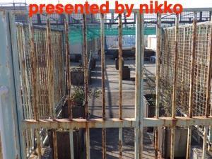 鉄製のフェンスの塗装工事のお見積もりを頼まれたがネットがびっしり張られて撤去しないとできません。