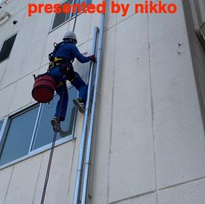 雨漏り修理、高所ロープ施工(塗装面)