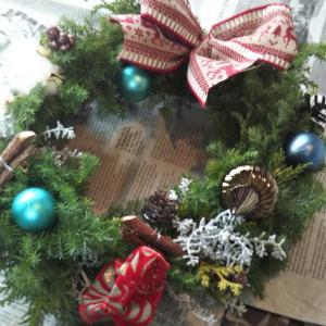 もうお正月飾りの注文~ですが、クリスマスリース続きます