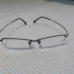 専用のメガネ・・・。